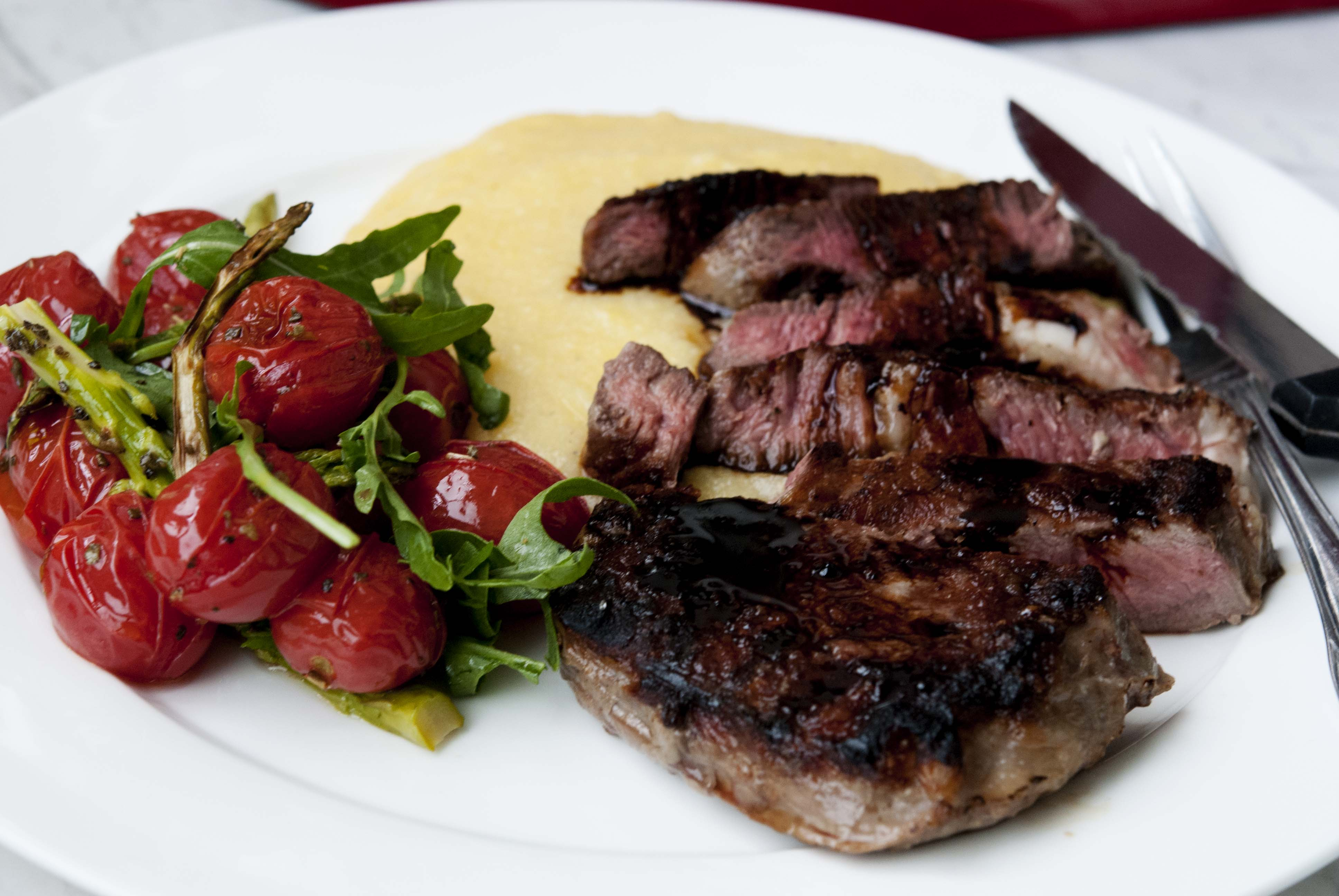 Steak with roasted tomatoes and polenta expatcucina