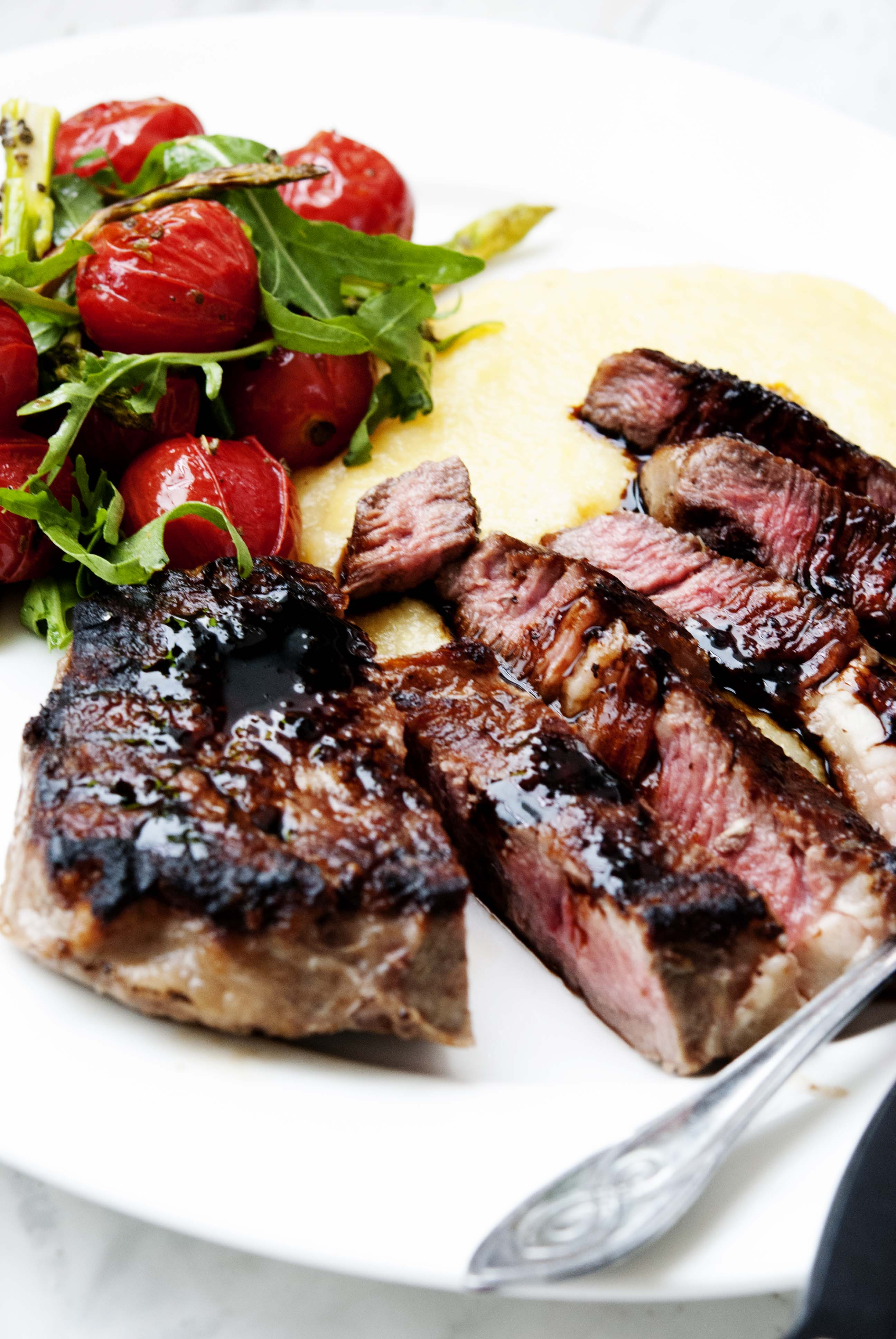 Steak with roasted tomatoes and polenta expatcucina3